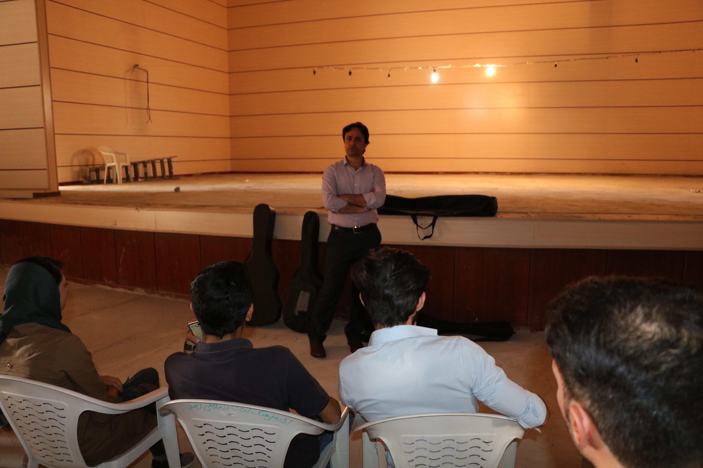 دیدار رییس اداره فرهنگ و ارشاد اسلامی لامرد با دانشجویان فعال هنری