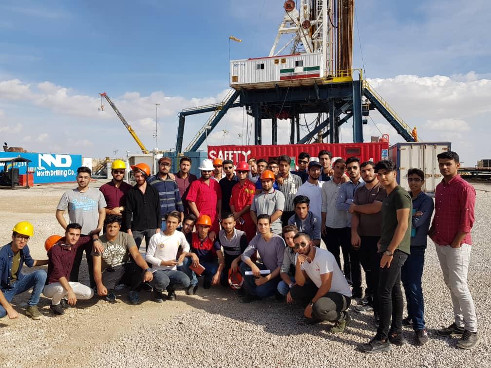بازدید علمی دانشجویان رشته مهندسی نفت از منطقه عملیاتی پارسیان