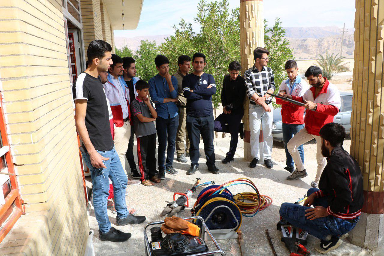 بازدید دانشجویان اعضای کانون هلال احمر از پایگاه امداد و نجات میر حسنی