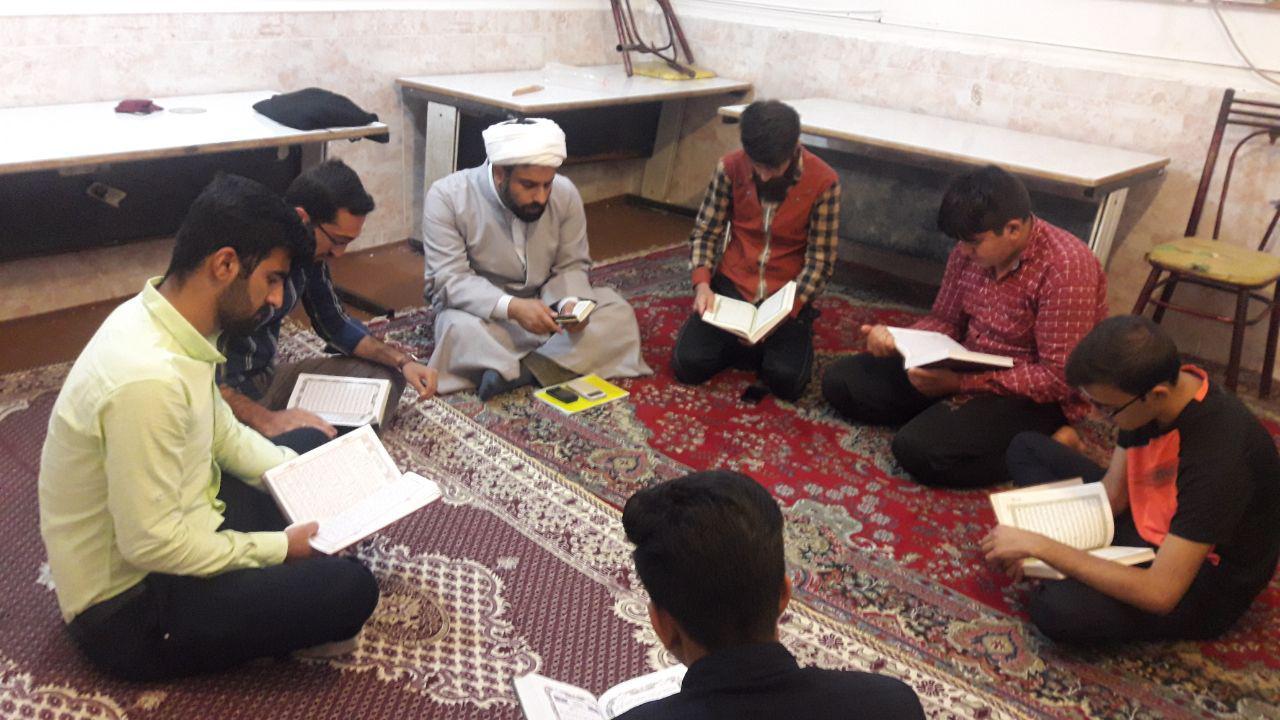 محفل انس با قرآن در خوابگاه پیام