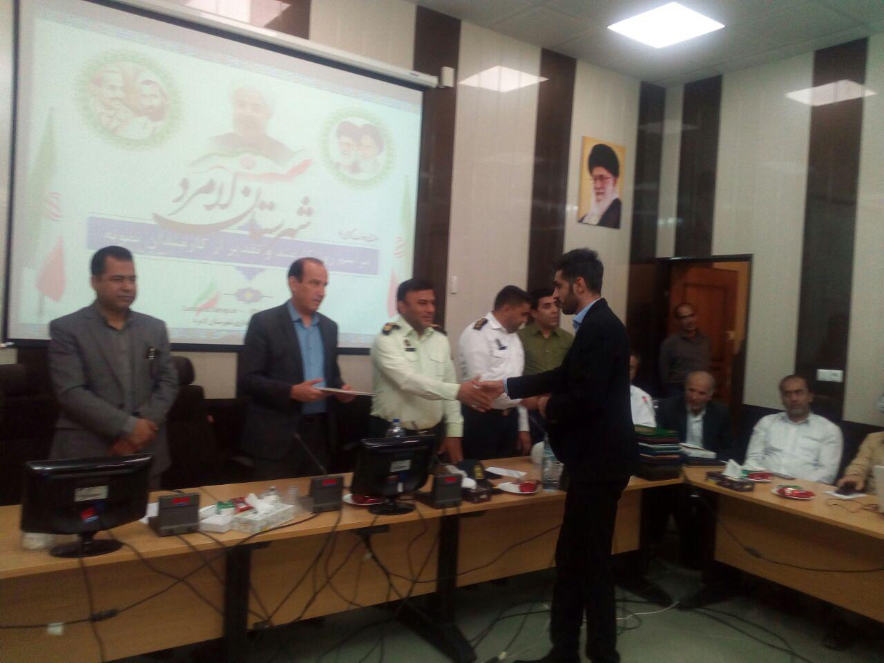 آقای مرتضی ملکی در هفته دولت بعنوان کارمند نمونه مرکزمعرفی گردید.