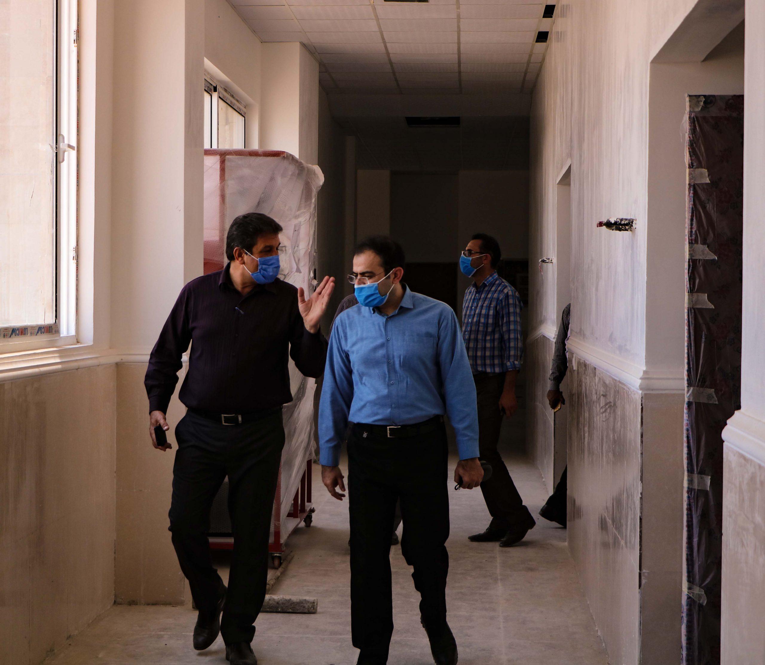 بازدید مدیرکل امور فنی ونظارت بر طرح های عمرانی دانشگاه شیراز از پروژه در حال احداث مرکزآموزش عالی لامرد